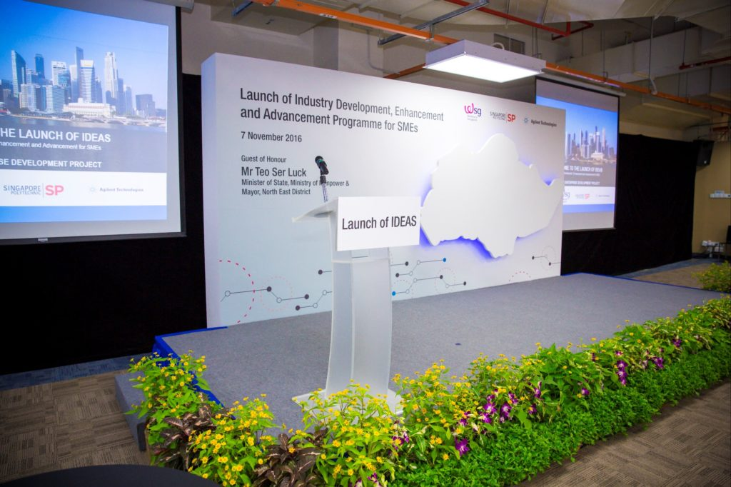 icube events_ideas launch 2016 stage backdrop with projector screens and landscaping