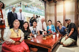 icube events_smu icon global village 2017 korean house with students and guests
