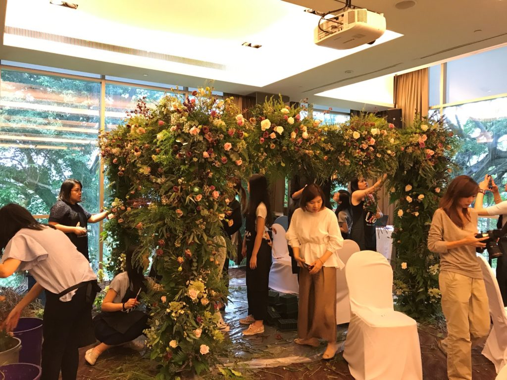 icube events_korean floral masterclass workshop wedding canopy arch participants hands on